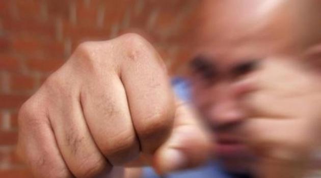 В Балашихе пьяный мужчина избил жену и выбил челюсть фельдшеру