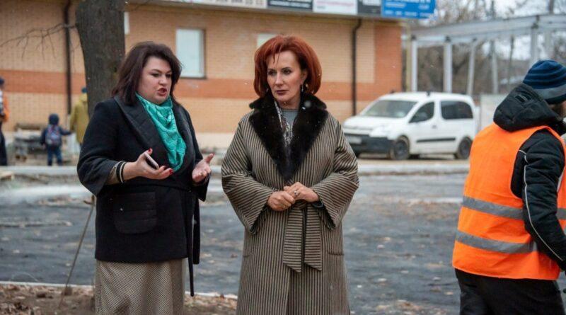 Глава Истры Татьяна Витушева проверила ход благоустройства на улице 15 Комсомола