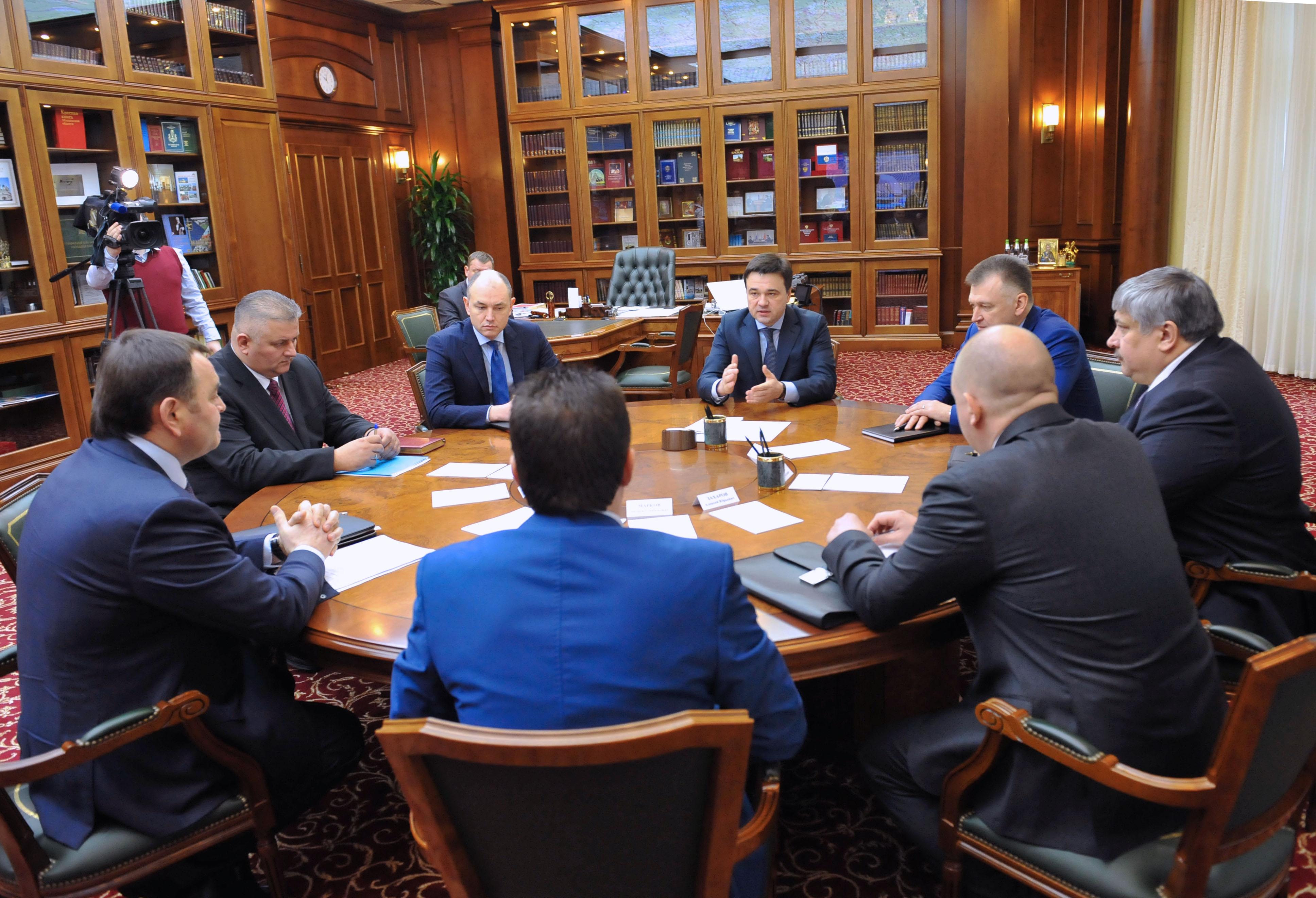 Губернатор А. Воробьев обсудил с силовиками вопросы безопасности и экологии на период майских праздников
