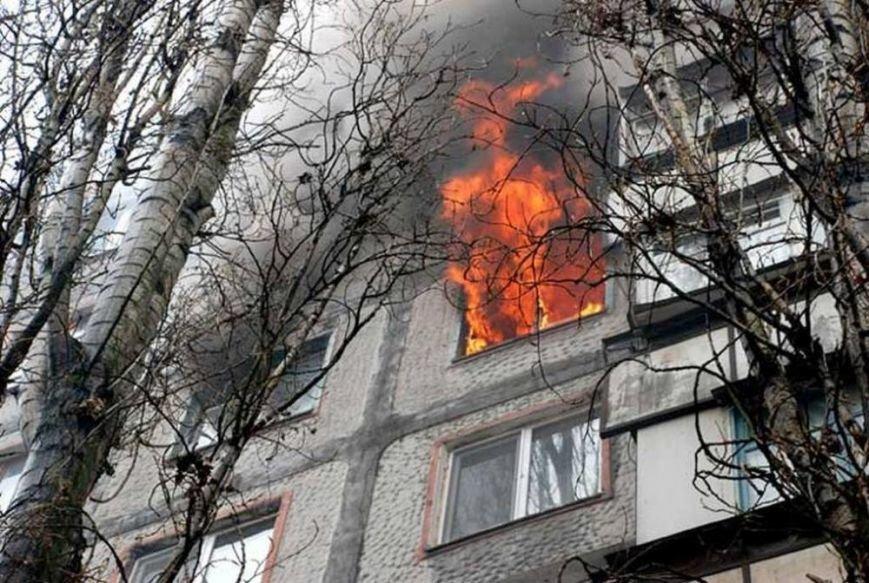 Человек пострадал во время пожара в квартире в Подольске