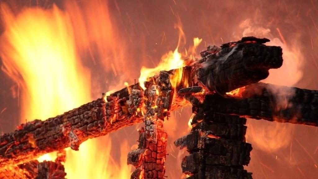 Один человек пострадал при пожаре в доме в Дмитровском округе