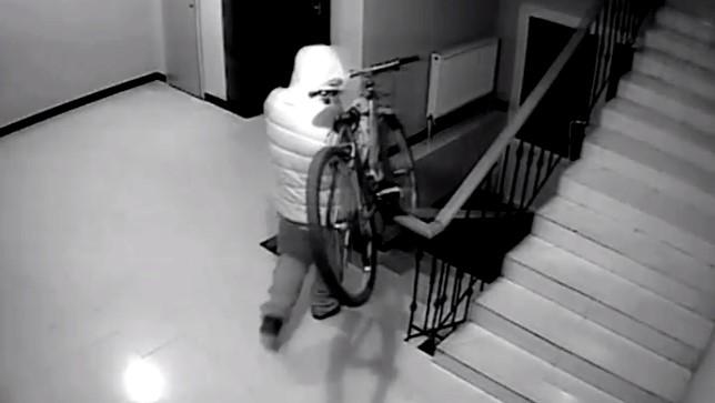 Правоохранители Подмосковья оперативно нашли похищенный с лестничной площадки велосипед