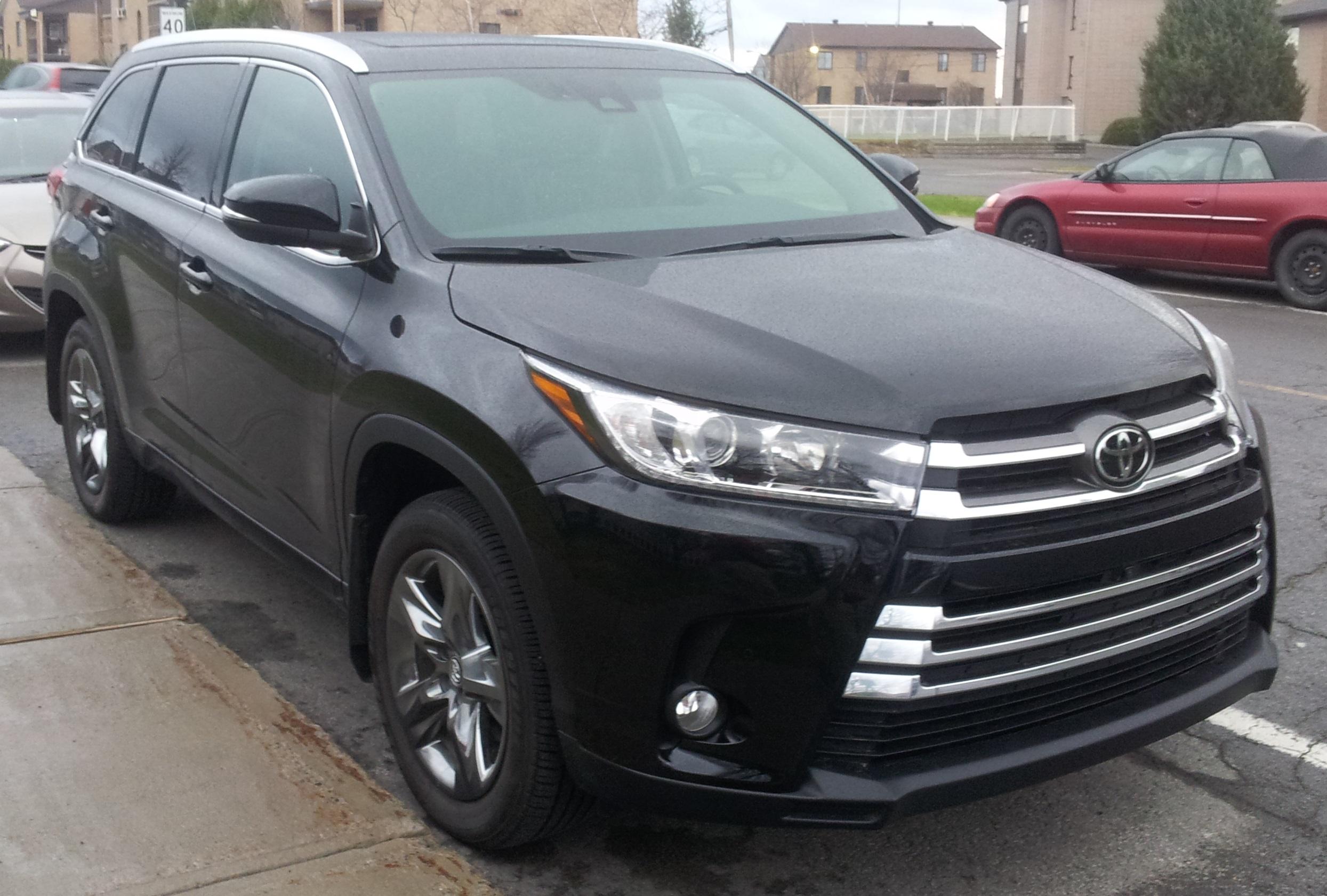 Неизвестный угнал Toyota Highlander у мужчины в Рузском округе