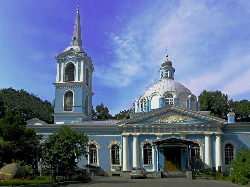 Верующий россиянин помолился в храме Смоленской иконы Божией Матери, а затем решил похитить иконы
