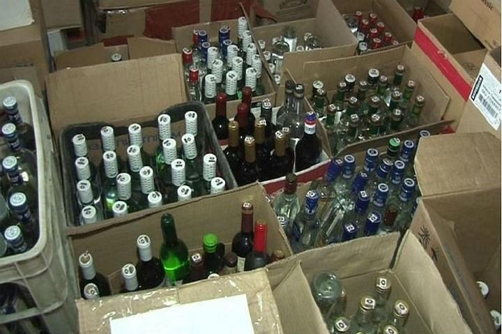 Более 56 тыс бутылок контрафактной водки и коньяка нашли на складе в Подмосковье