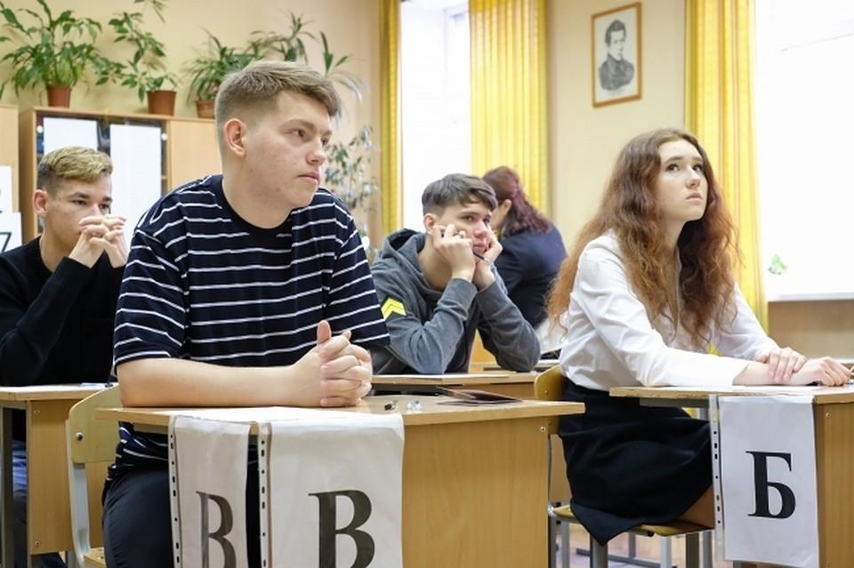 Почти 74 тыс девятиклассников сдали экзамен по математике в Подмосковье