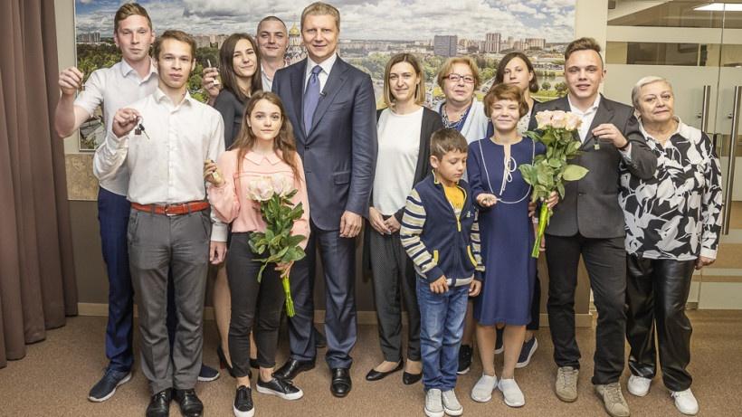 В Одинцове семеро детей-сирот получили новое благоустроенное жилье