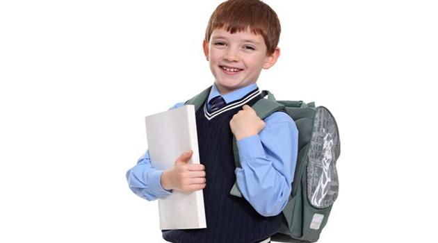 Первоклассникам из малообепеченных семей в Подмосковье будут дарить набор для школьника